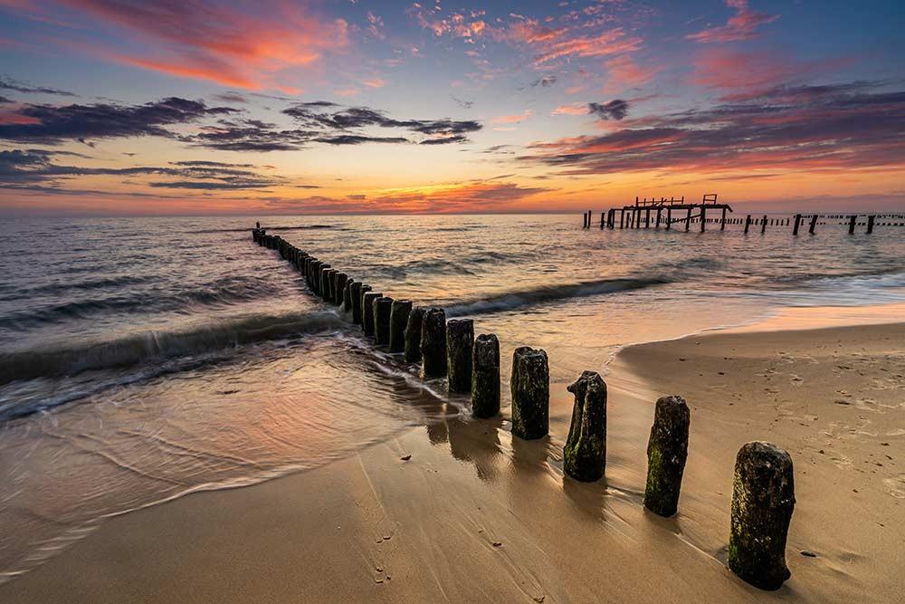 Obraz do salonu bajeczny zachód słońca nad Morzem Bałtyckim w Mielnie - obrazy, fototapety, plakaty